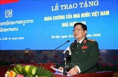 Vietnam-Laos : des individus et collectifs de l'armée à l'honneur