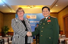 Le ministre de la Défense reçoit son homologue australienne