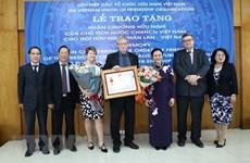 Remise de l'ordre d'amitié à l'association d'amitié Finlande-Vietnam