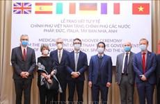 Le Vietnam offre des masques antibactériens à des pays européens