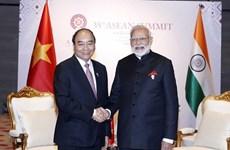 Le PM Nguyen Xuan Phuc s'entretient par téléphone avec son homologue indien