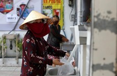 Les médias internationaux louent les ATM de riz gratuits au Vietnam