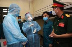 La vice-présidente Dang Thi Ngoc Thinh visite la force anti-pandémique du  commandement de Hanoi