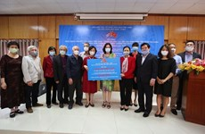Remise de don du peuple vietnamien à Cuba pour faire face au COVID-19