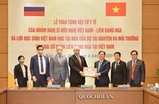 Le Vietnam fait don de fournitures médicales à la Russie