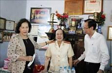 La présidente de l'AN rend visite aux mères héroïques à Ho Chi Minh-Ville