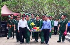 L'ex-président Truong Tân Sang rend hommage à des héros morts pour la Patrie à Hà Giang