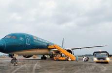 Le Vietnam assouplira ses politiques d'immigration et reprendra des vols