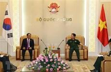 Le ministre de la Défense reçoit le nouvel ambassadeur de la République de Corée
