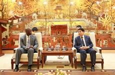 Hanoï travaille avec des représentants de la Banque mondiale
