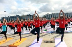La Journée internationale du yoga attire près de 3 000 personnes à Quang Ninh