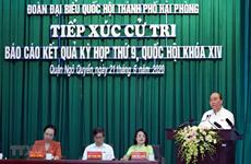 Le Premier ministre rencontre des électeurs à Hai Phong