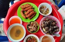 Une échoppe singulière dans la rue culinaire de Hanoï