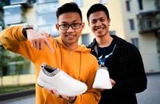 Deux jeunes Vietnamiens en Finlande et leur marque Rens
