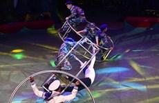 Un programme de cirque en l'honneur des forces navales et des garde-côtes