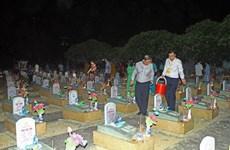 Cérémonie à la mémoire pour les martyrs au cimetière international Vietnam-Laos