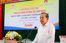 Le vice-PM Truong Hoa Binh participe à un programme en faveur des personnes méritantes