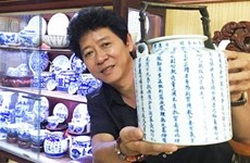 Un passionné de l'ancienne céramique de Quang Duc