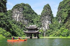 En kayak à Tràng An, patrimoine mondial de l'UNESCO