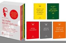 """Sortie de la collection de livres """"Ho Chi Minh-Trésors nationaux"""""""