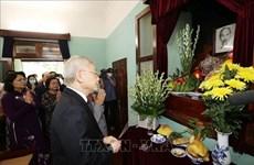 Le SG du Parti et président du Vietnam Nguyên Phu Trong rend hommage au Président Hô Chi Minh