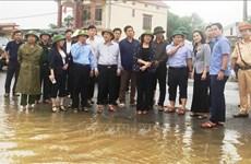 La vice-présidente de la République offre des cadeaux aux victimes des inondations à Quang Binh