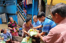Les dons se multiplient pour les foyers d'origine vietnamienne au Tonlé Sap