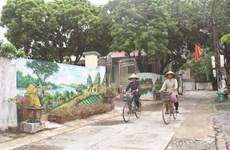 Ninh Binh : Des rues ornées de fresques dans une campagne paisible