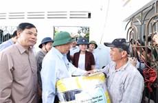 Intempéries : le Premier ministre rend visite à des sinistrés au Centre