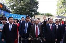 Le leader célèbre le 70e anniversaire du lycée Nguyên Gia Thiêu