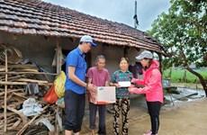Remise de 1.200 cadeaux aux habitants sinistrés à Quang Tri et Quang Ngai