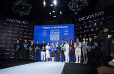 Lancement de la Semaine de la mode internationale du Vietnam Aquafina