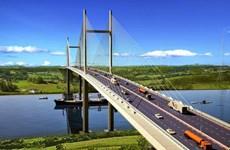 Trois ponts de 2.300 milliards de dongs relieront Ho Chi Minh-Ville au delta du Mékong