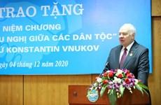 L'ambassadeur de Russie décoré de l'Insigne d'amitié