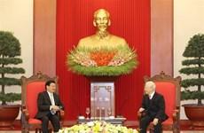 Des dirigeants vietnamiens reçoivent le Premier ministre lao