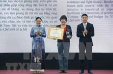 L'Union des organisations d'amitié du Vietnam décore 50 ONG étrangères