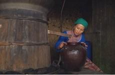 À Bac Hà, l'alcool de maïs Hông Mi enivre les touristes