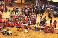 Savoureuse plongée dans le marché coloré de Ta Sin Thàng