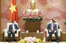 Le président de l'Assemblée nationale reçoit l'ambassadeur du Laos