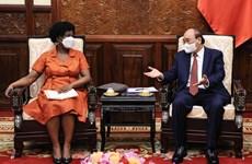 Le président Nguyen Xuan Phuc rencontre la vice-présidente de la BM Victoria Kwakwa