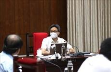 Le vice-PM Vu Duc Dam exhorte à veiller sur le personnel de santé et la population