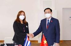Le président de l'AN Vuong Dinh Hue rencontre la vice-présidente de l'AN du pouvoir populaire cubain