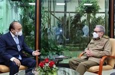 Le président Nguyen Xuan Phuc rencontre le général d'armée Raul Castro Ruz
