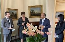 Les députés français s'enrichissent des informations pour renforcer les relations avec le Vietnam