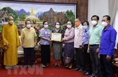 COVID-19 : don de bouddhistes vietnamiens au Laos pour les personnes en difficulté