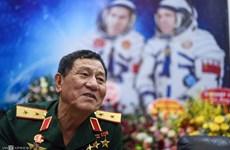 Le premier cosmonaute vietnamien inspire les étudiants du spatial