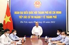 Le président Nguyên Xuân Phuc rencontre l'électorat du secteur sanitaire de Hô Chi Minh-Ville