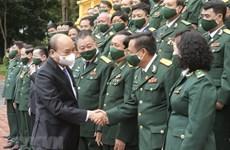 Le président Nguyên Xuân Phuc salue les vétérans-entrepreneurs