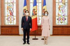 La présidente moldave salue les réalisations du Vietnam