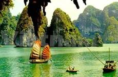 Baie de Ha Long reste merveille candidate entrante du monde